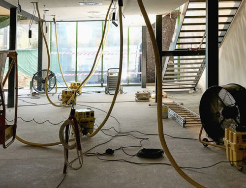 Vysoušení stropní konstrukce apodlah pohavárii vody